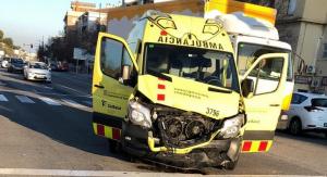 L'ambulància del SEM involucrada a l'accident de Segur.