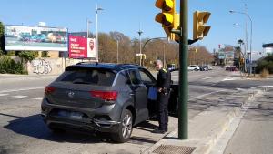 Un cotxe ha encalçat un altre turisme al semàfor de l'N-340 a Torreforta.