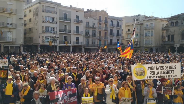 Milers de persones concentrades al Mercadal a Reus