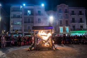 Les imatges de la Rua Mortuòria i la Crema de sa majestat del Carnaval de Reus 2019