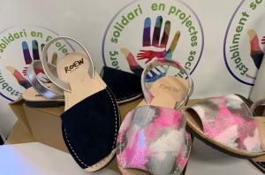 Els Nens del Vendrell venen avarques pel projecte Fem Pinya.