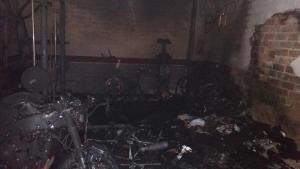 Imatge de com va quedar el garatge després de l'incendi per l'explosió del monopatí.