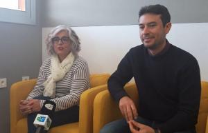 Susana Ecay, directora de l'INS Andreu Nin, amb Kenneth Martínez.