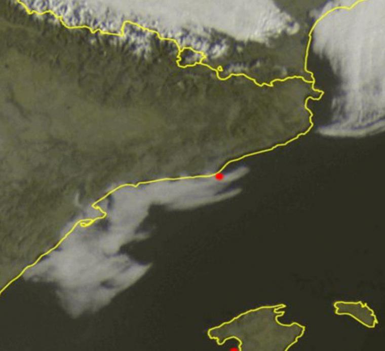 Un mar de boira continua enganxat al sud de la costa central i a la Costa Daurada aquest matí