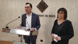 Daniel Rubio, regidor de Medi Ambient, i Cori Escosa, presidenta del Col·legi de Veterinaris de Tarragona
