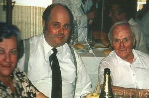 Joan Miró, a la dreta, al restaurant Pi del Vendrell.