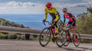 Josep Ferrer i Ivet Farriols guanyadors de 'La Cursa' de la Gran Fondo Cambrils Park