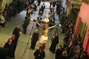 La professó del Sant Enterrament és l'acte central de la Setmana Santa a Valls
