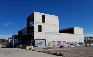 L'edifici inacabat del futur Casal d'Avis del Tancat.