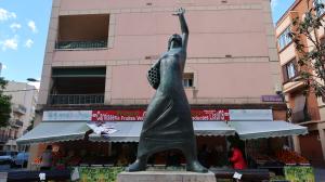 L'estàtua de la Dona Treballadora, restaurada aquest divendres al matí