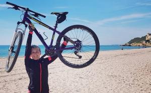 Natàlia Bermúdez amb la seva bicicleta.