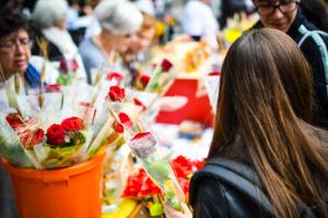 Sant Jordi 2019: Reus s'omple de roses i llibres. Fotografies: Laia Solanellas