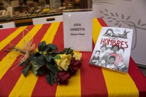 Signatura de llibres al Galatea de Reus