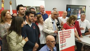 Andreu Martín valora els resultats electorals acompanyat de membres de la llista electoral