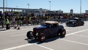 El Riverside Crazy Car Hop se celebra al Port de Segur.