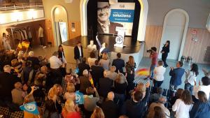El Teatret del Serrallo es va omplir amb prop de 150 persones que van assistir a l'acte de final de campanya del PP de Tarragona