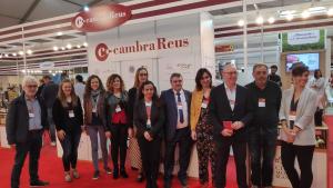 L'espai de la Cambra de Reus i els expositors que s'hi han acollit, amb el president Isaac Sanromà
