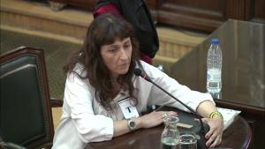 Marchena diu a la testimoni Isabel Castell que tot el que es fa al judici és per «imperatiu legal», també respondre a Vox
