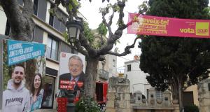 Pancartes electorals, al centre de l'Arboç.
