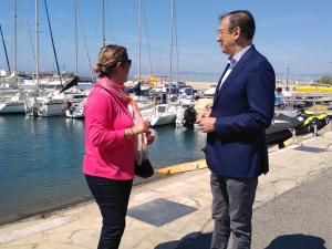 Reyes Pino i Pere Lluís Huguet, números u i dos de la llista de Ciutadans a Salou, durant la presentació de les seves propostes en l'àmbit de política turística.