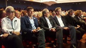 Roser Olivé, Didac Nadal, Quim Torra, Ferran Bel, Eusebi Campdepadrós i Teresa Pallarès durant l'acte de Junts per Tarragona al Teatre Metropol