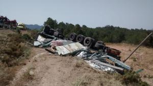 El conductor d'un camió ha mort en bolcar a la C-43