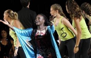 El Vendrell acull un concert del projecte 'Cantem Àfrica'.