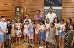 Els alumnes finalistes al concurs de dibuix d'Aigües del Vendrell.