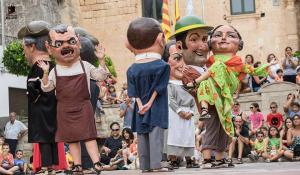 Els Nans són un dels elements més antics del Seguici Cerimonial de Valls