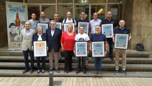 Foto de família dels premiats a la Ganxet Pintxo Modernista