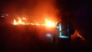 Imatge d'un dels focs sufocats pels Bombers d'Alcover, ahir dimarts