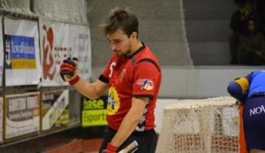 Lluís Ferrer celebrant un gol amb el CE Vendrell