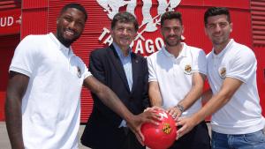 Els tres nous jugadors del Nàstic han posat amb el president Josep Maria Andreu