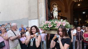 La processó del Carme de Reus porta i torna la Verge a l'Eslgésia de Sant Francesc