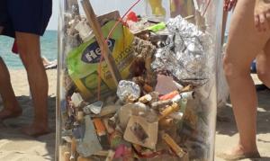 Les burilles i els plàstics recollits el primer dissabte a Calafell.
