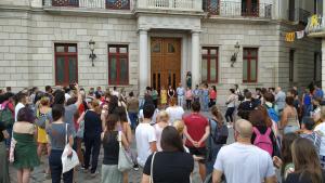 Montserrat Flores i Montserrat Vilella han llegit el manifest institucional