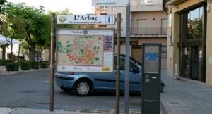 Panell turístic ubicat a la rambla de Josep Gener de l'Arboç.