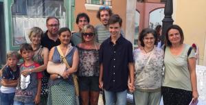 Regidors d'ERC i Som Poble, amb membres de l'associació Avancem Junts.