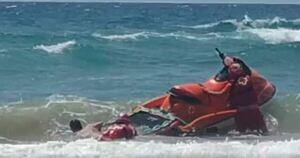 Captura d'un fragment d'un dels vídeos que recull la dificultat del rescat a Cala Waikiki.