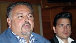Clifton Onolfo acompanyat de Daniel Infante, advocat personal del nord-americà