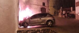 El cotxe cremant al carrer, a Albinyana.
