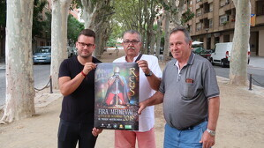 Els impulsors de la Fira Medieval, Alejandro Yeste i Antonio Gesalí, amb el president de l'AV del Barri Monestirs, Alfonso Berbel