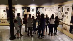 Imatge d'una visita guiada a l'exposició «Roseta Mauri, el valor de l'esforç»