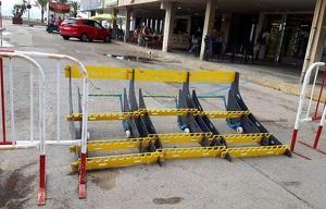 Les noves barreres antienvestida que ha comprat l'Ajuntament del Vendrell.