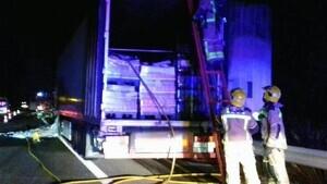 S'incendia un camió de matinada a l'AP-7 a Mont-roig de Camp.