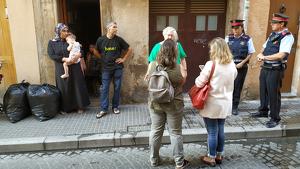 El desnonament s'ha realitzat sense incidents al carrer Raseta de Sales de REus