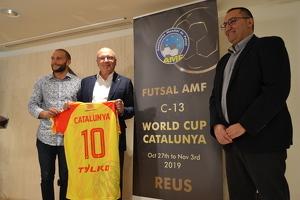 El regidor d'Esports, Josep Cuerba, l'alcalde de Reus, Carles Pellicer, i Dani Vives, president de la Federació Catalana de Futbol Sala