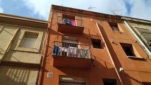 Els balcons del segon i del tercer pis del número vint del carrer Alt del Carme