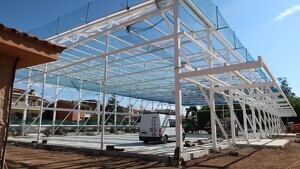 Imatge actual de l'estructura del polilleuger de l'escola Cèlia Artiga