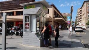 Imatge actual del quiosc de l'avinguda Prat de la Riba